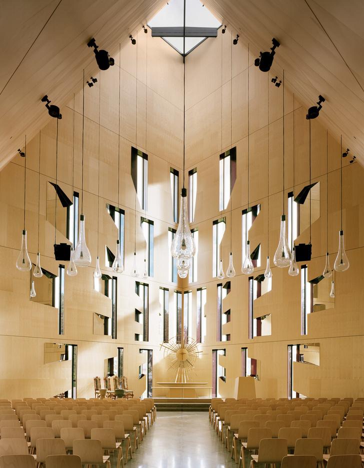 Деревянная церковь необычной формы в Норвегии (фото 8)