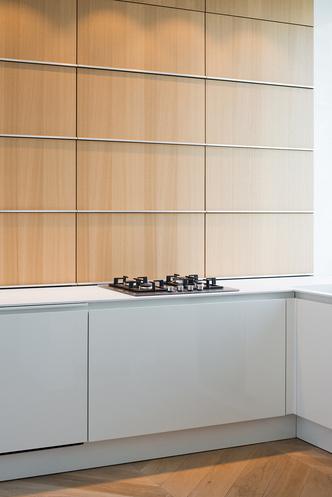 Московский минимализм: светлая квартира с деревянными ставнями (фото 7.2)