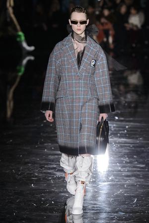 Показ Prada коллекции сезона осень-зима  2018-2019 года Prêt-à-porter - www.elle.ru - Подиум - фото 697961