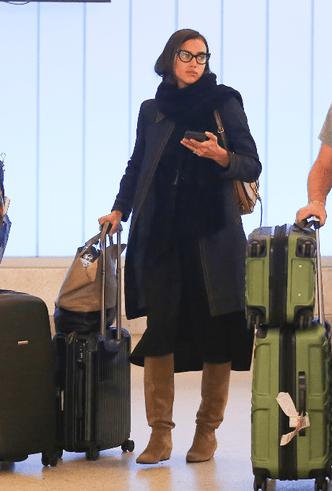 Будни супермодели: Ирина Шейк в аэропорту Лос-Анджелеса фото [3]