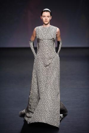 Показ Christian Dior коллекции сезона Осень-зима 2013-2014 года haute couture - www.elle.ru - Подиум - фото 556347