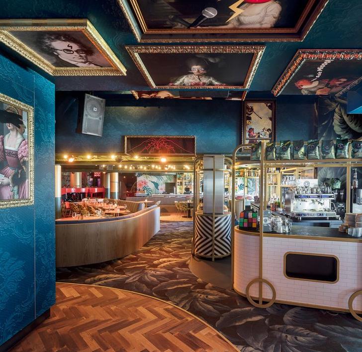 «Безумный» бар Crazy Pianos в Гааге (фото 12)