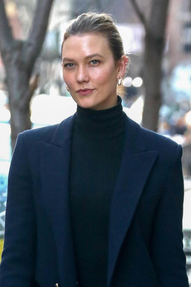 Мисс элегантность: Карли Клосс показывает, как носить классический пиджак, и не выглядеть скучно (фото 3)