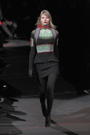 Показ Givenchy коллекции сезона Осень-зима 2010-2011 года Prêt-à-porter - www.elle.ru - Подиум - фото 156194