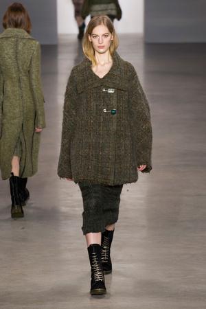 Показ Calvin Klein Collection коллекции сезона Осень-зима 2014-2015 года Prêt-à-porter - www.elle.ru - Подиум - фото 578021