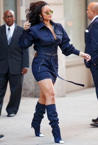 Образ дня: Рианна в джинсовом total look Tom Ford фото [1]