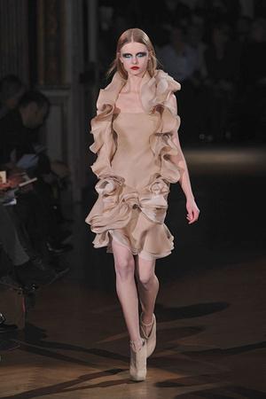 Показ Givenchy коллекции сезона Весна-лето 2010 года Haute couture - www.elle.ru - Подиум - фото 138531