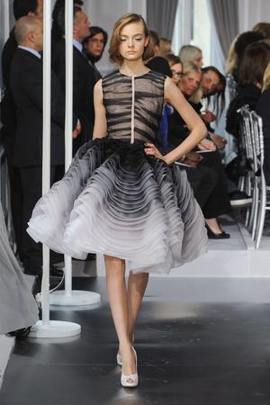 Показ Christian Dior коллекции сезона Весна-лето 2012 года Haute couture - www.elle.ru - Подиум - фото 330490