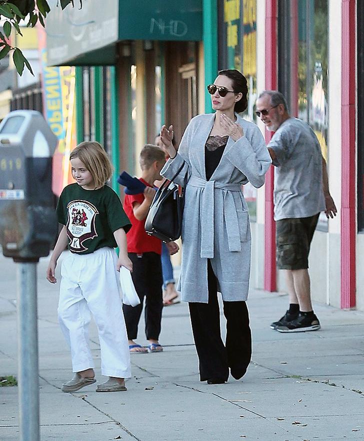 Жизнь налаживается: Анджелина Джоли выглядит счастливой фото [1]