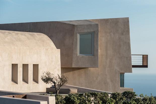 Уединенный дом-скала в Санторини (фото 2)