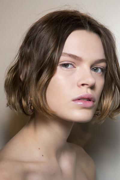 Бьюти-тренды осень-зима 2017/18: волосы | галерея [6] фото [1]