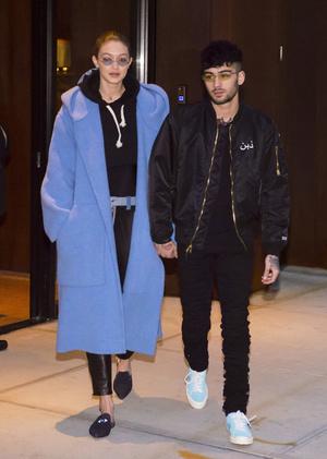 Парный выход: Джиджи Хадид и Зейн Малик на прогулке в Нью-Йорке (фото 1)