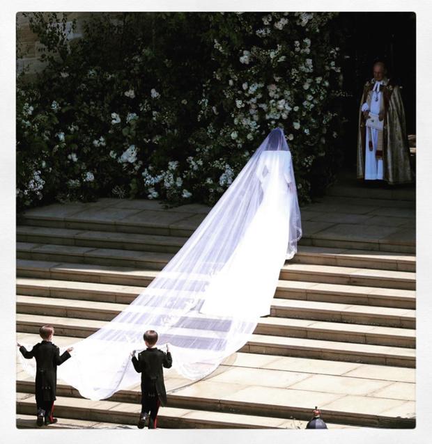Чистота и простота: дизайнер, создававшая подвенечное платье Меган Маркл, опубликовала неизвестные снимки свадебной церемонии (фото 4)