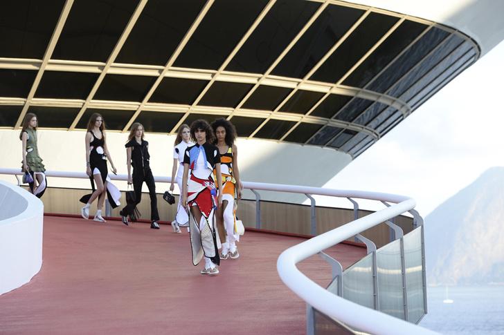 Показ Louis Vuitton Cruise 2017