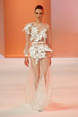 Показ Stephane Rolland коллекции сезона Весна-лето 2014 года haute couture - www.elle.ru - Подиум - фото 575034