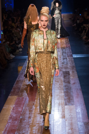 Показ Jean Paul Gaultier коллекции сезона Осень-зима 2016-2017 года Haute couture - www.elle.ru - Подиум - фото 607281