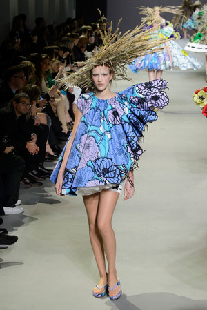 Показ Viktor & Rolf коллекции сезона Весна-лето 2015 года Haute couture - www.elle.ru - Подиум - фото 593337