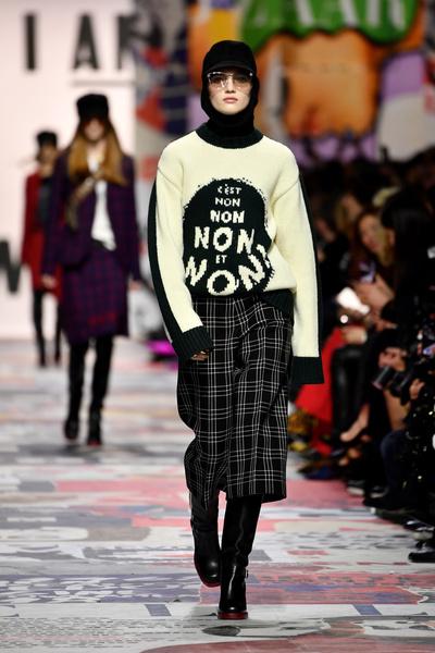 В Париже прошел показ Dior осень-зима 2018-19 (галерея 3, фото 0)