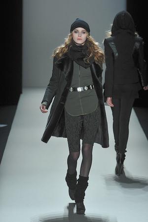 Показы мод Nicole Miller Осень-зима 2010-2011 | Подиум на ELLE - Подиум - фото 2856