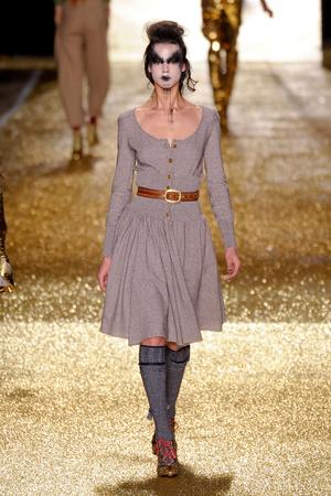 Показы мод Vivienne Westwood Осень-зима 2011-2012 | Подиум на ELLE - Подиум - фото 2156