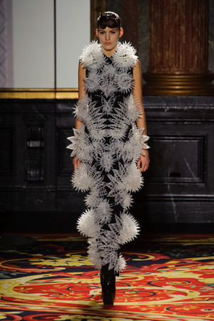 Показ  коллекции сезона Весна-лето 2013 года Haute couture - www.elle.ru - Подиум - фото 477483