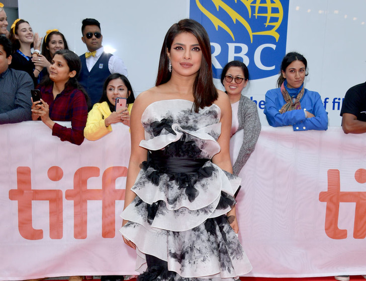 В белом шелке и акварели: Приянка Чопра на кинофестивале в Торонто (фото 1)