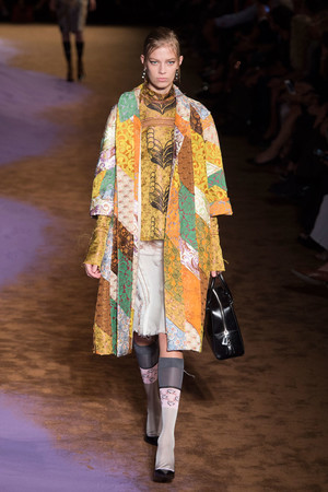 Показы мод Prada Весна-лето 2015 | Подиум на ELLE - Подиум - фото 4147