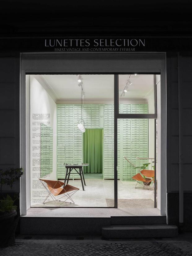 Мятно-зеленая оптика в Берлине по проекту Oskar Kohnen Studio (фото 9)