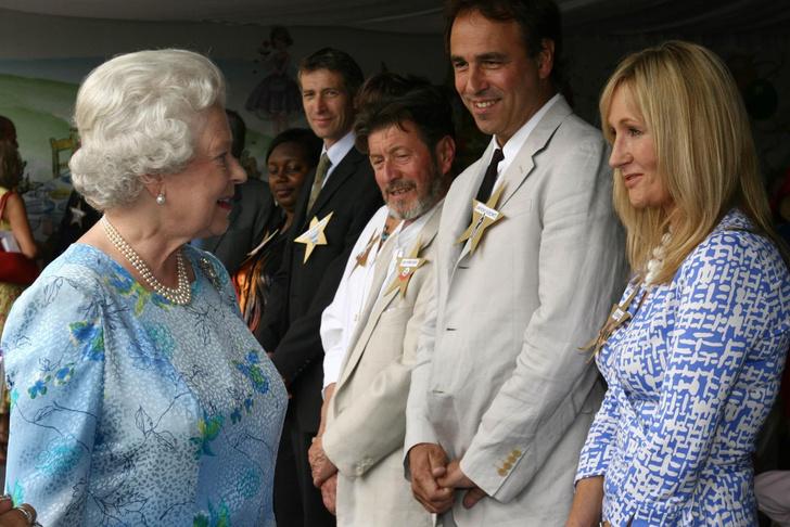 Что звезды надевали на встречу с королевой Елизаветой II? (фото 30)