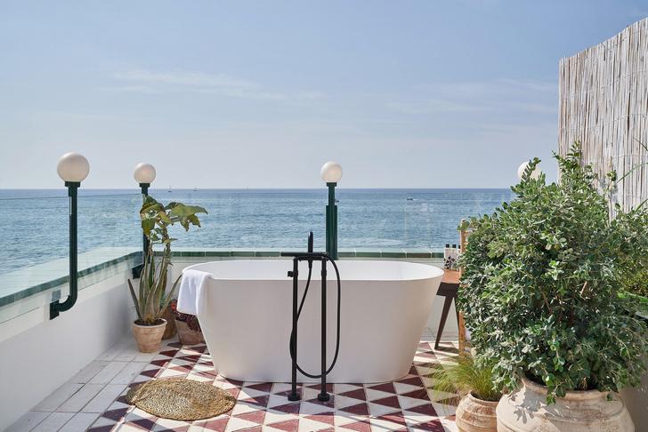 С видом на море: новый клубный отель Little Beach House под Барселоной (фото 0)
