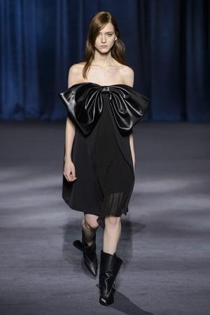 Показ Givenchy коллекции сезона осень-зима  2018-2019 года Prêt-à-porter - www.elle.ru - Подиум - фото 713321