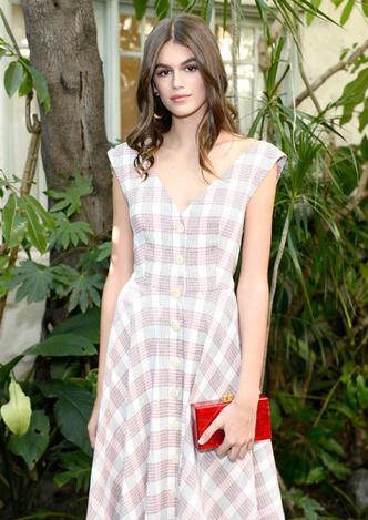 Само совершенство: Кайя Гербер в романтичном платье в Лос-Анджелесе фото [4]