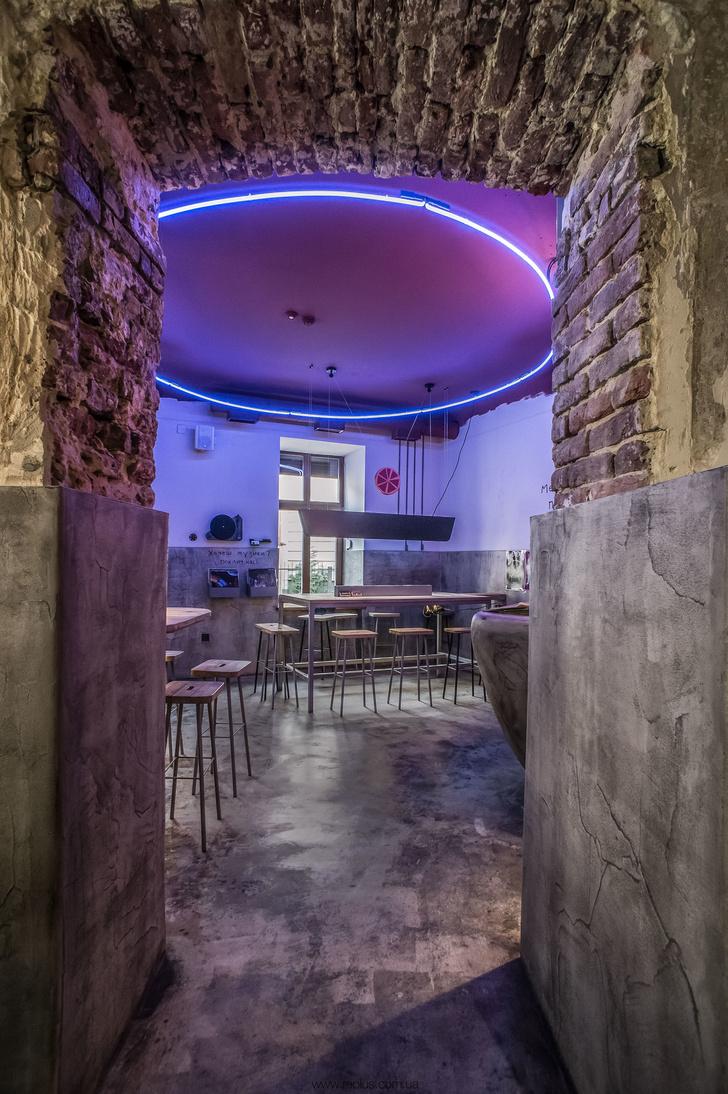Веганское кафе OMNOMNOM в Львове (фото 6)