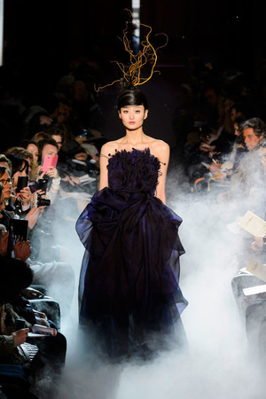 Показ Franc Sorbier коллекции сезона Весна-лето 2015 года haute couture - www.elle.ru - Подиум - фото 593400