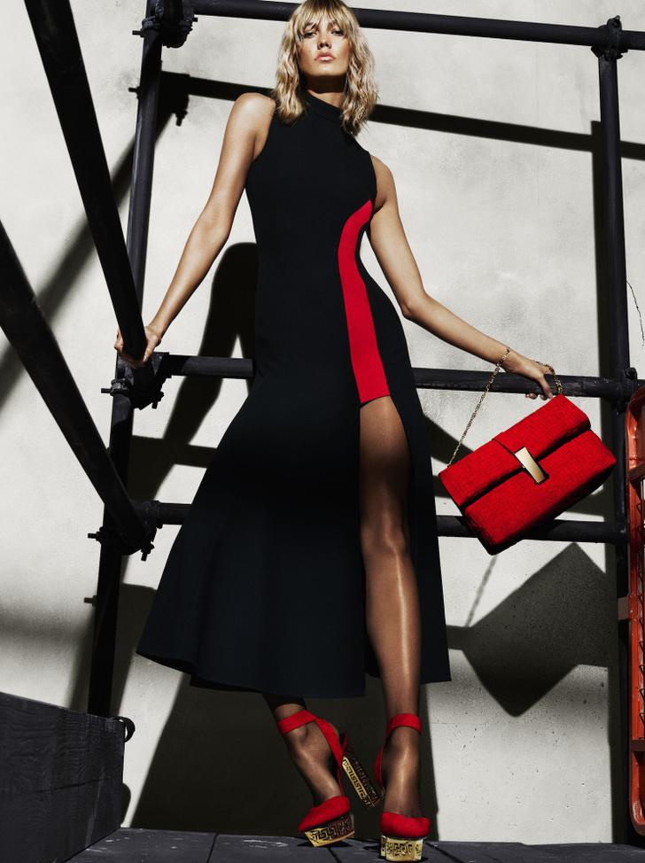 Карли Клосс в рекламе Versace