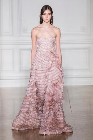 Показ Valentino коллекции сезона Весна-лето  2017 года Haute couture - www.elle.ru - Подиум - фото 616688