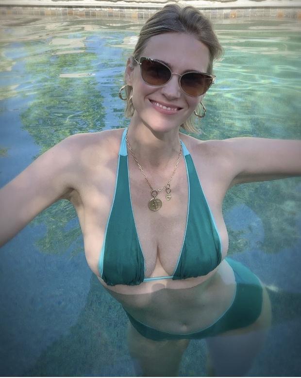 «Вторая Грейс Келли»: изумрудное ретро-бикини Дженьюари Джонс (фото 3)