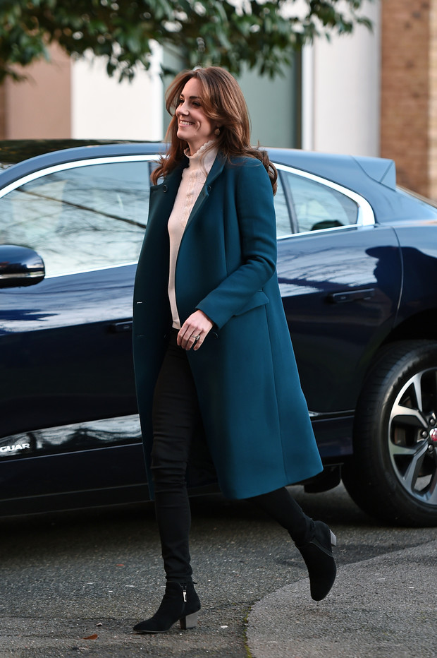Королевский синий: Кейт Миддлтон в идеальном пальто (фото 1)