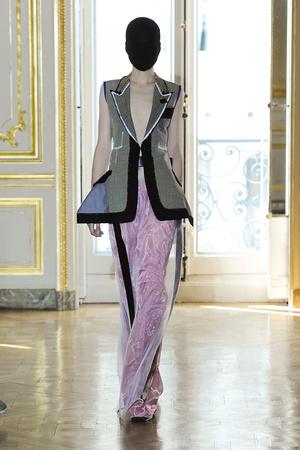 Показ Maison Martin Margiela коллекции сезона Осень-зима 2011-2012 года haute couture - www.elle.ru - Подиум - фото 277120