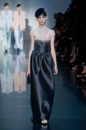 Показ Giorgio Armani Privé коллекции сезона Осень-зима 2012-2013 года haute couture - www.elle.ru - Подиум - фото 404185
