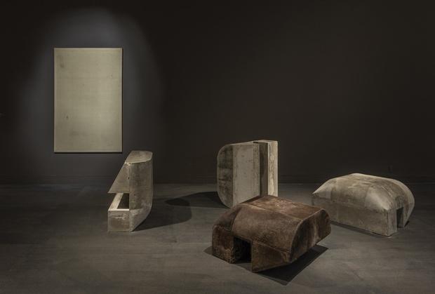 Рик Оуэнс: мебель из мрамора и рога (фото 6)