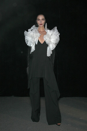 Показ Givenchy коллекции сезона Осень-зима 2009-2010 года prêt-à-porter - www.elle.ru - Подиум - фото 98441