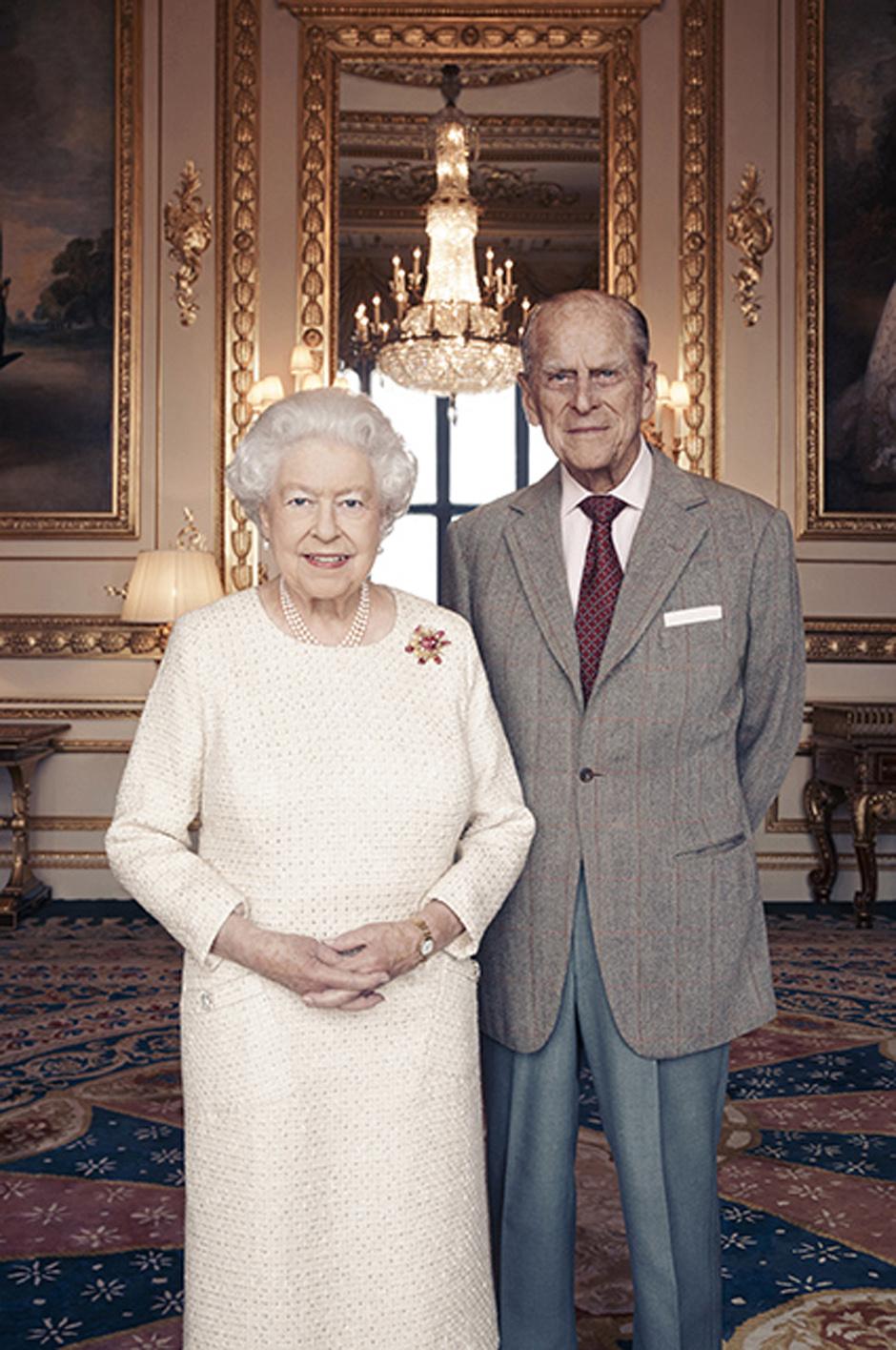 Елизавета II и принц Филипп готовятся к 70-й годовщине свадьбы (фото 1)
