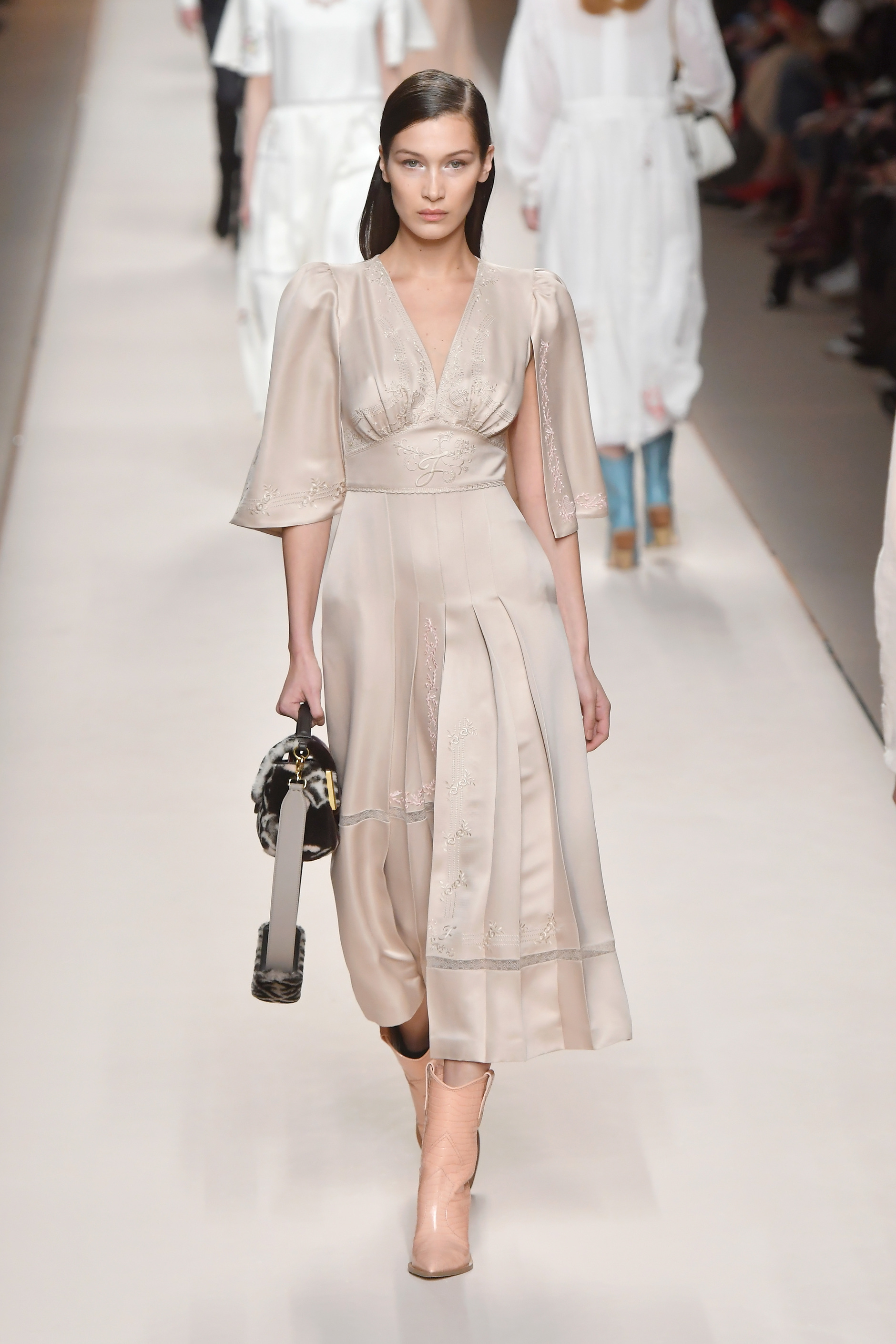 fef3f8781991b2 Milan Fashion Week  Fendi 2018 19 - Come into Blossom