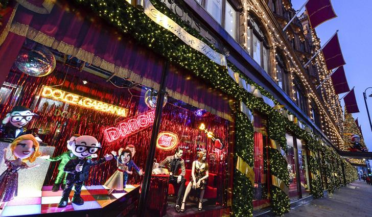 Dolce & Gabbana украсили витрины британского Harrods к Рождеству фото [11]