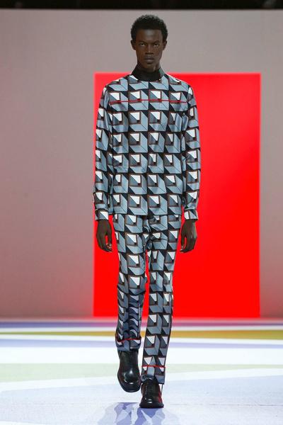 Урок геометрии: Prada Men's Fall 2020 (галерея 9, фото 28)