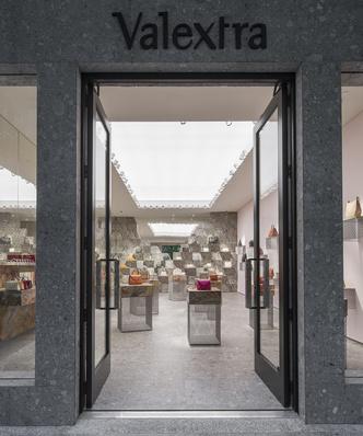 Первый бутик Valextra в Майами (фото 2.1)