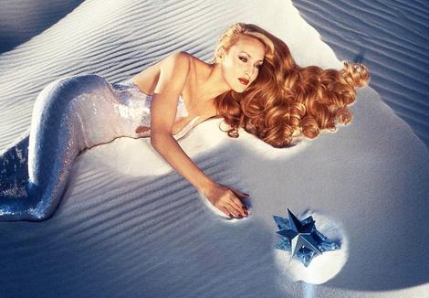 В рекламной кампании Angel от Thierry Mugler, 1995