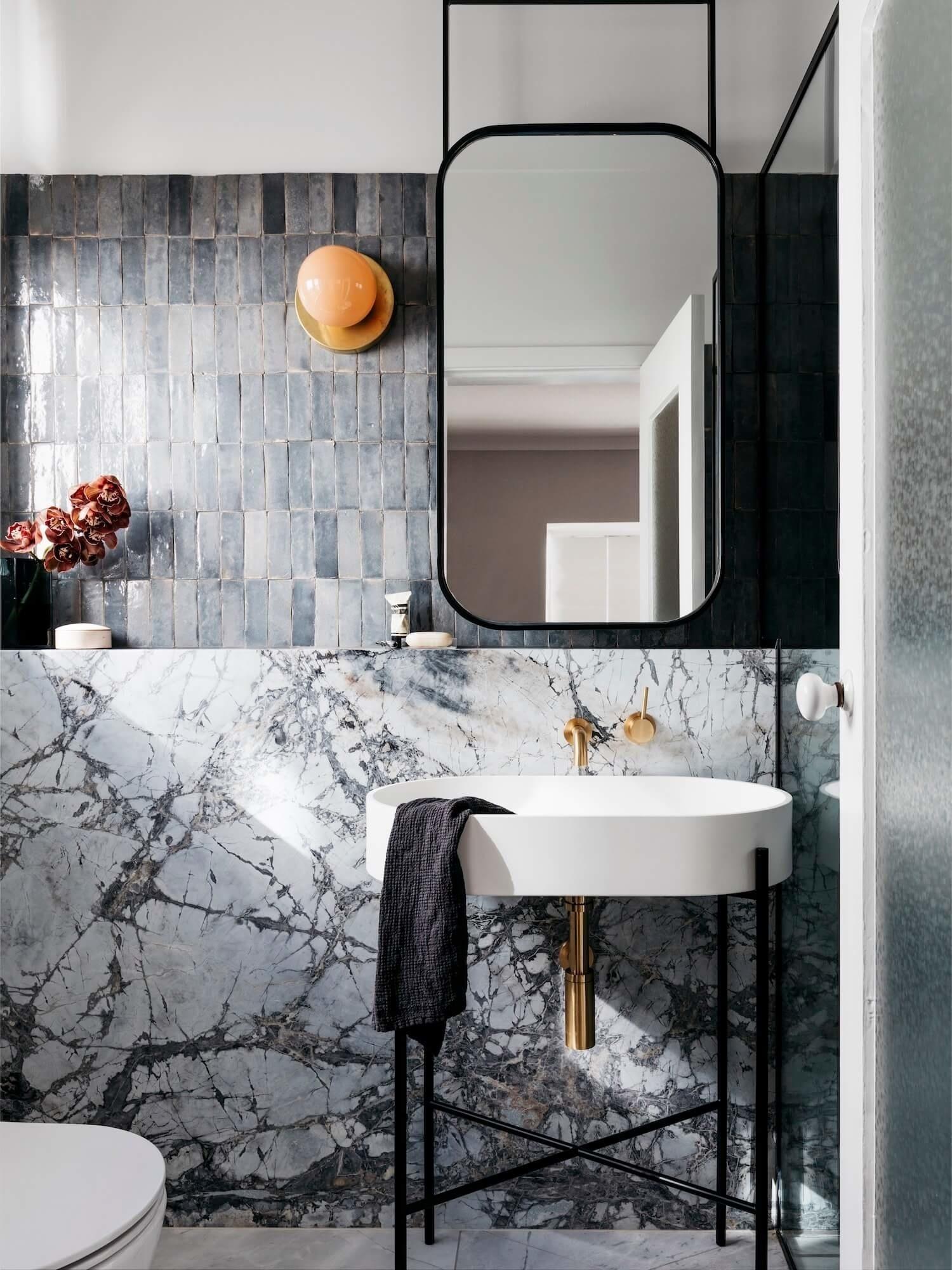 Мрамор в ванной комнате: 25 примеров (галерея 0, фото 2)