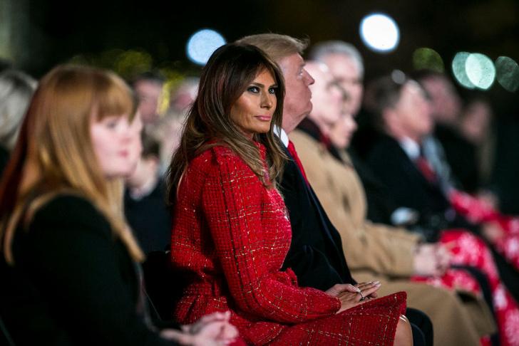 Мелания Трамп в пальто Chanel на торжественной церемонии в Белом доме (фото 5)